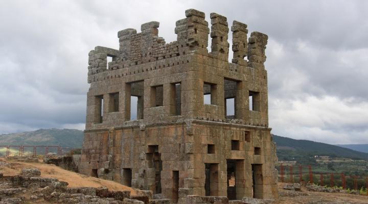 Análisis de soluciones técnico-constructivas, modelos arquitectónicos y urbanísticos de la arquitectura romana de la Lusitania: Orígenes y trasformación de una cultura arquitectónica