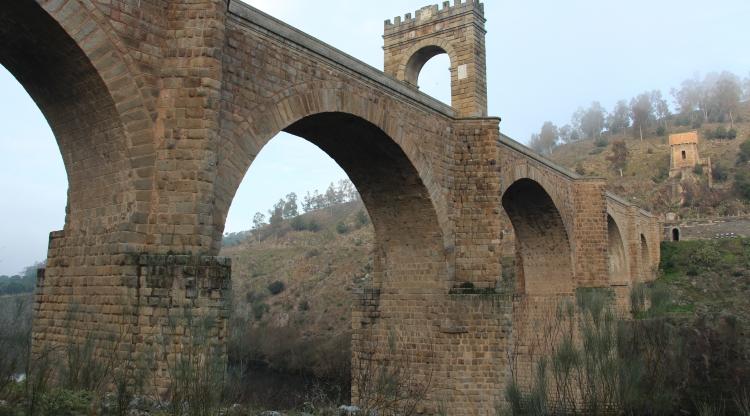 Recientes investigaciones de Antonio Pizzo, científico titular del IAM, revelan que el Puente de Alcántara se levanta sobre una construcción más antigua